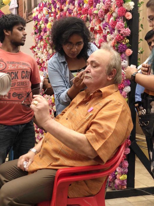 Preetisheel Singh working on Rishi Kapoor's look on the sets of 102 Not Out. – Pic 3