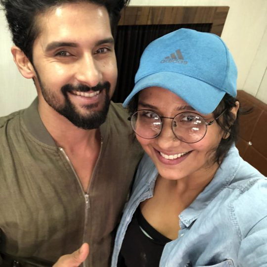 Ravi Dubey with Preetisheel Singh on the sets of Sabse Smart Kaun. (Image courtesy – Instagram)