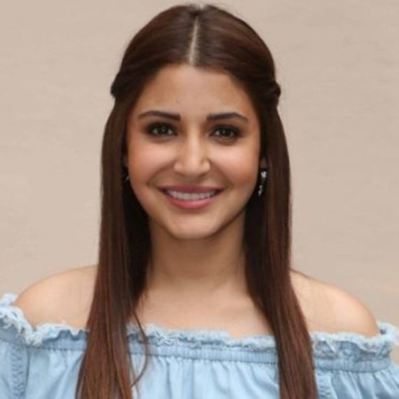 Mumbai: Actress Anushka Sharma at Mehboob studio in Mumbai. (Photo: IANS)