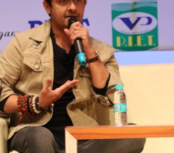 Ace singer Sonu Nigam gives tribute to his college friends in his new single