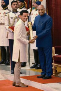 Manoj Bajpayee receiving Padma Shri