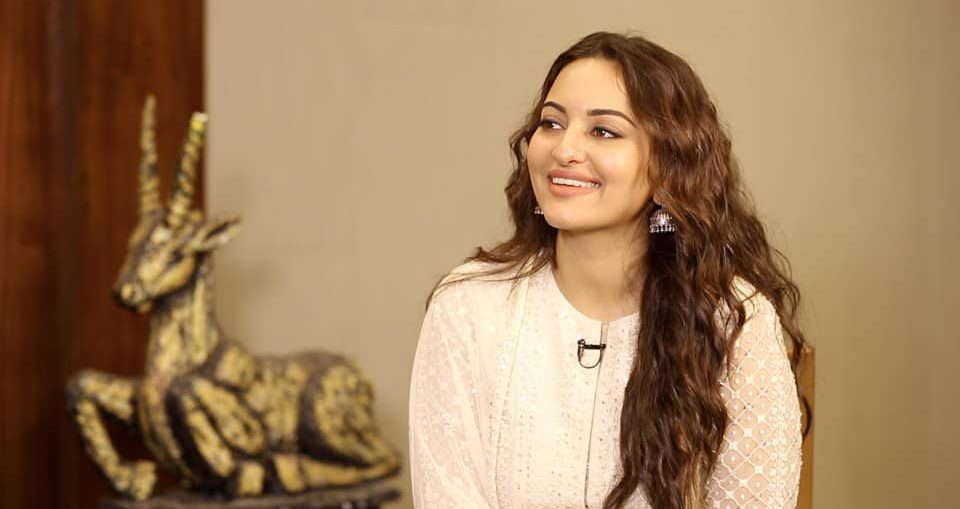 Sonakshi Sinha takes a stand on extortion attempt
