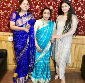 Asha Bhosle & Zanai Bhosle With Rajita Kulkarni