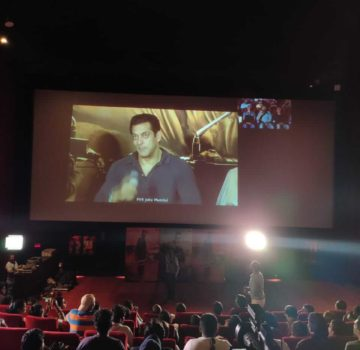 Salman talking to his Fans at special premeire of Dabangg 3