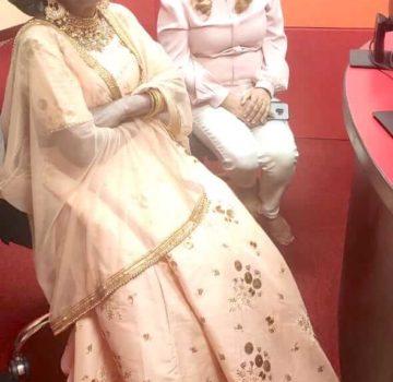 Ranu Mandal and Sandhya..