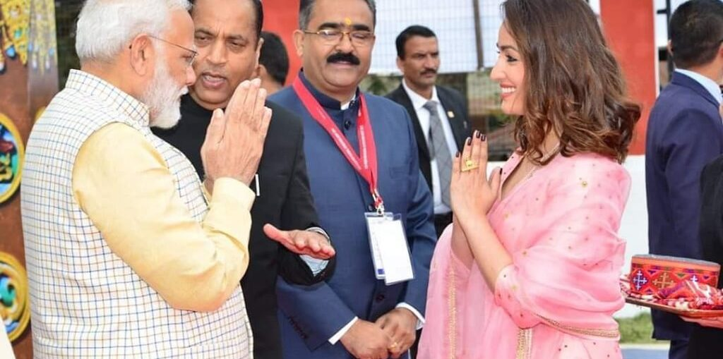Yami Gautam with Narendra Modi at the Rising Himachal Event