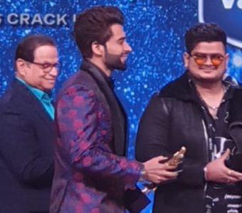 A Screen Award trophy becomes Vishal Mishra's birthday present