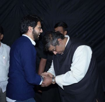Aaditya Thackeray inaugurates Hridaynath Mangeshkar and family's restaurant (11)