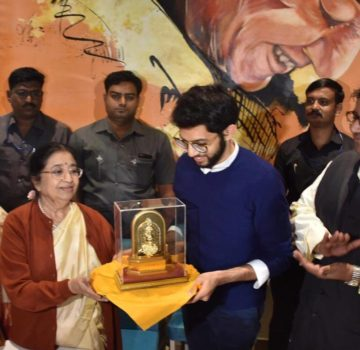 Aaditya Thackeray inaugurates Hridaynath Mangeshkar and family's restaurant (3)