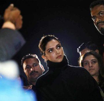 Deepika Padukone at JNU – Pic 2 (Image courtesy – Internet)
