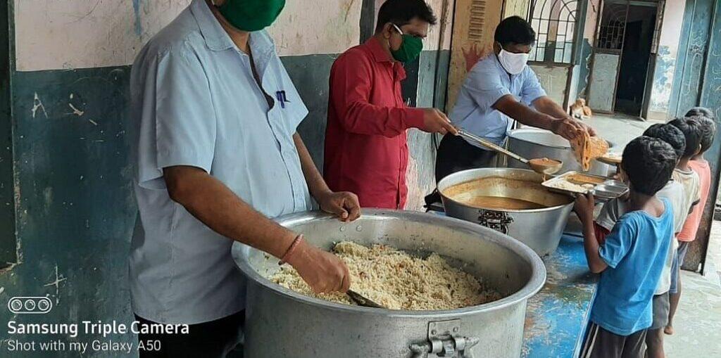 Sadaa Sayed and PETA India Donate Vegan Biryani to Hundreds at Mumbai Orphanages