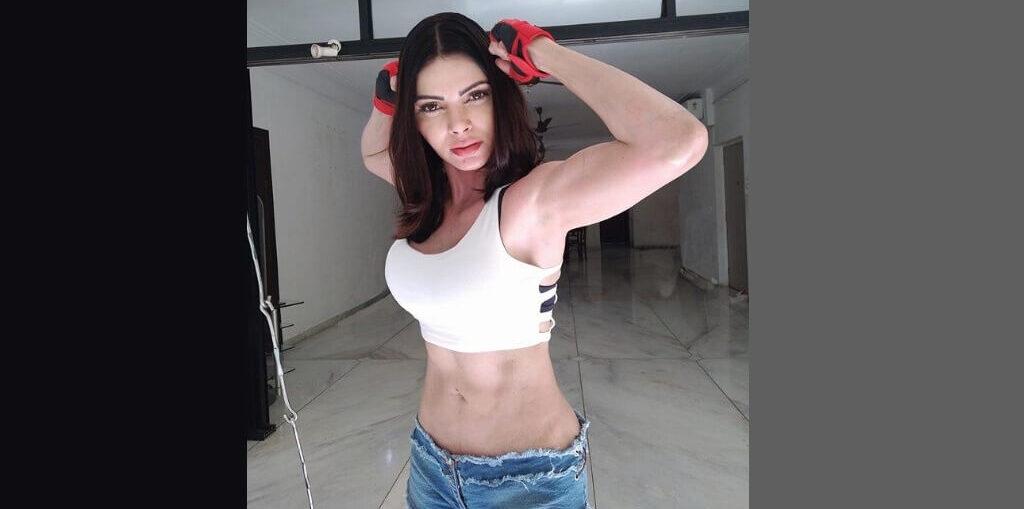 Sherlyn Chopra flaunted her abs