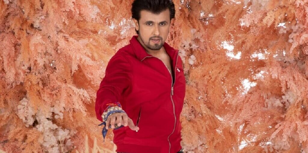 Sonu Nigam performing at world's first live indoor music concert