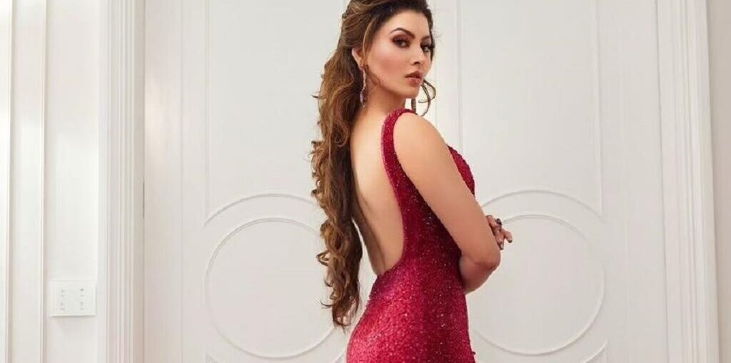 Urvashi Rautela celebrates Rose Day