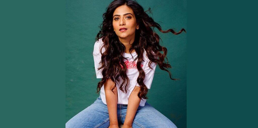 Aditi Sharma on Janpath Kiss