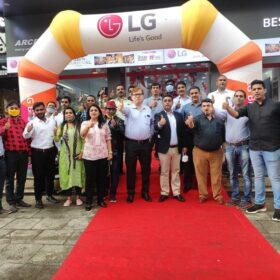 LG launches 38th Brand Shop in Mumbai Thane (6)