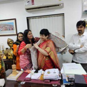 WEE – Women Entrepreneurs Enclave team received awards from Dr. Bharti Lavhekar, MLA Versova Vidhan Sabha (1)